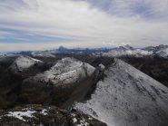 11 - dalla cima seguendo la cresta ci sono il Giornalet, l'Appenna ed il Barifreddo. Sullo sfondo Monviso a sx e Ramiere a dx