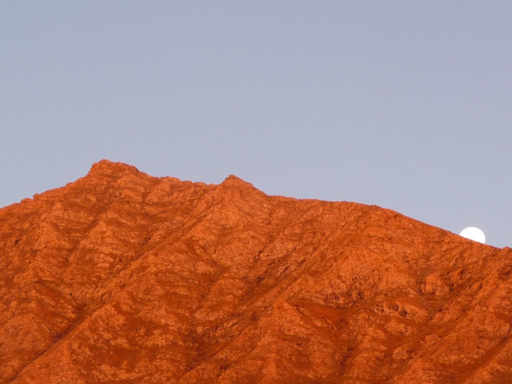tramonta la luna e sorge il sole sulla Rasin