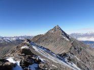 17 - cima Ovest della Cresta S.Michele, vista dalla cima Est. Sullo sfondo il Pierre Menue