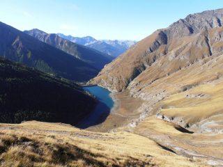 09 - vista dall'alto del Lago di Rochemolles; la salita diretta è sbarrata da un dedalo di salti di roccia e ruscelli