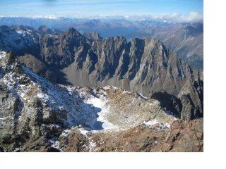 Il laghetto glaciale tra la punta nord e centrale della Becca d'Arbiere con dietro la costiera iInvergnaou Aquelou'