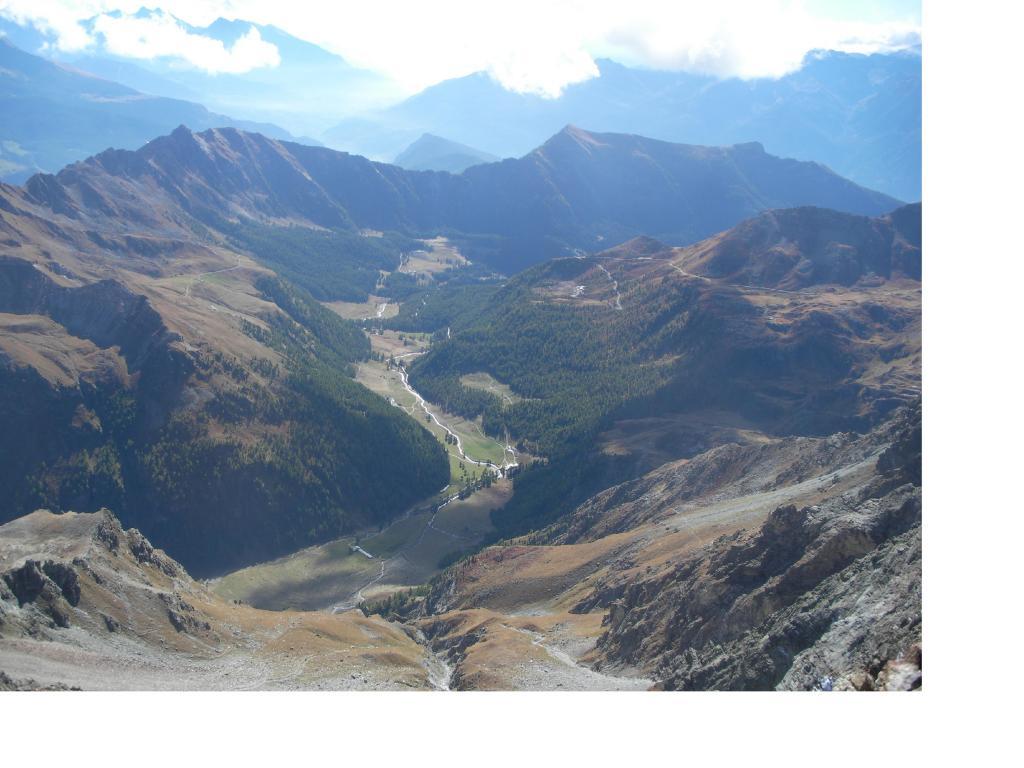 L'alto vallone di St.Barthelemy dalla Becca d'Arbiere
