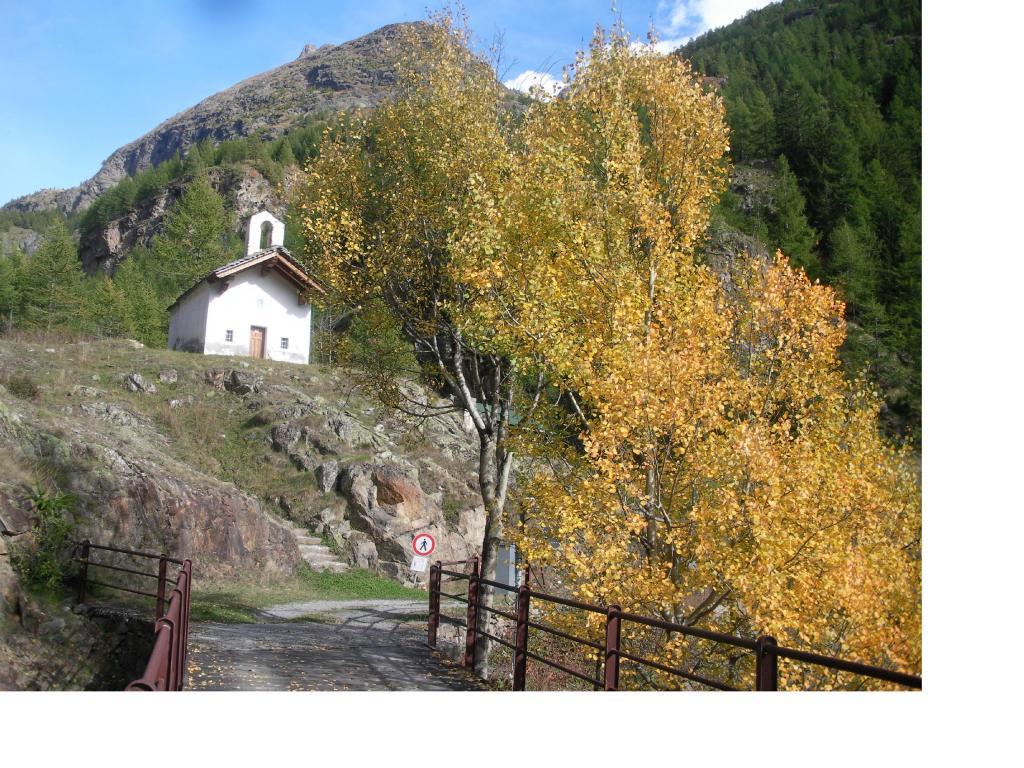 La chiesetta di Pouillayes..