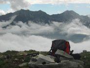 Dalla Loccia, il mio zaino...con sullo sfondo Il pizzo Ragno, Nona e il Monte Togano