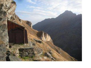L'Alpe Changier e a dx in ombra la Punta del Ran..
