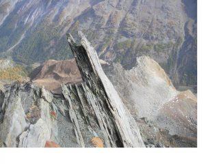 Uno scorcio caratteristico della cresta di salita..