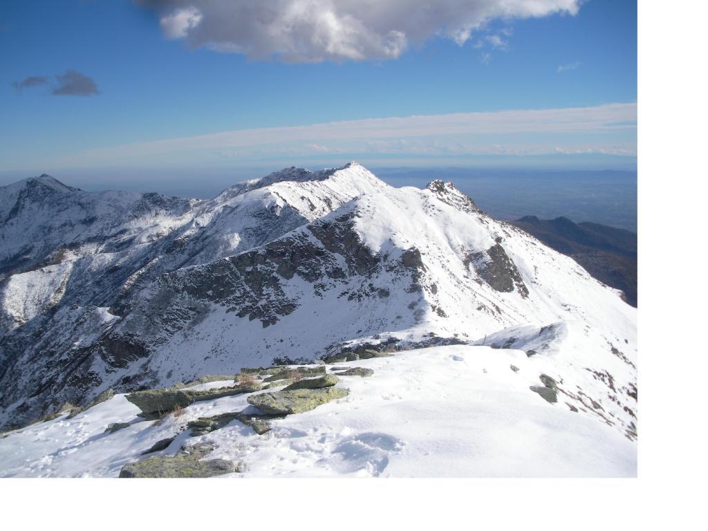 Il Vaccarezza dalla cresta a meta' tra il Colle di Perascritta e la Rossa.