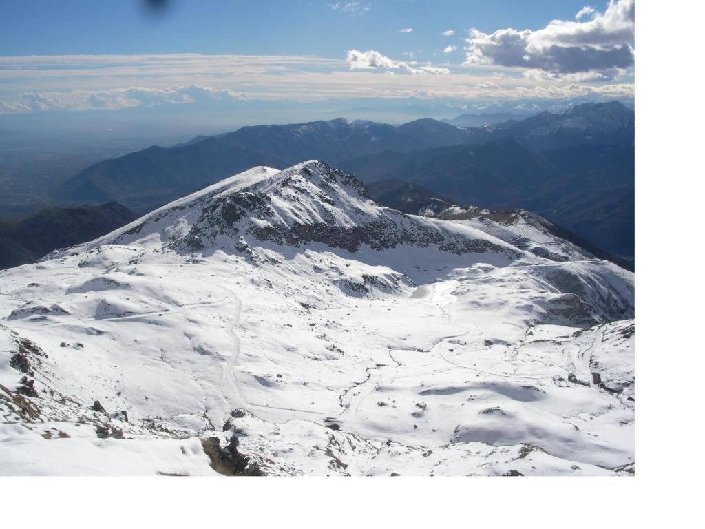 Il Gias Vej con in basso l'ormai ghiacciato lago di Monastero..