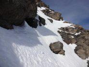 strettoia tra le  rocce al rientro in parete sud-est