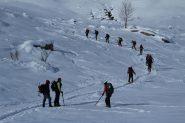 ciaspolatori e scialpinisti in salita verso il Ciotto Mieu (8-12-2012)