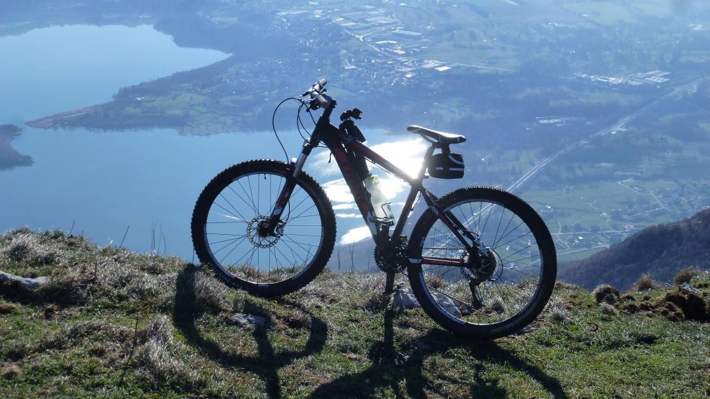 Tuffo di 1000m sul lago d'Annone
