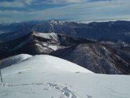 Tutta la cresta fatta per arrivare al Monte Croce (al centro il Mazzoccone e alle sue spalle il Mottarone)