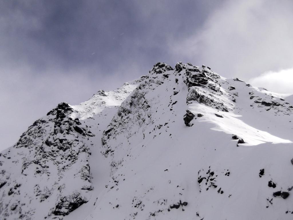 una schiarita ci permette di vedere la cima