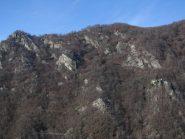 A sx, il Monte Betassa, a dx in centro il borgo Arcavut
