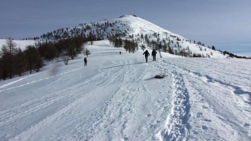 ripartiti dal Colle Birrone, sull'ampio costolone che porta in cima (22-12-2012)