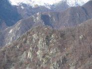 In primo piano, il Deiro Nero, dietro , la Cima Pirié