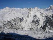 sullo sfondo, centrale, il Monte Tabor; sulla sinistra il Monte Challange;