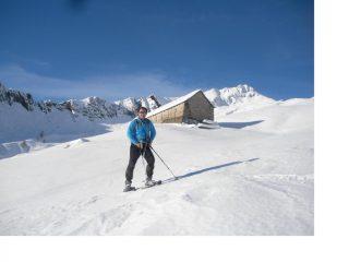 Ale..e dietro di lui s'intravvede la caratteristica baita dell'Alpe Geccio..