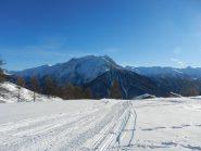 Il pianoro delle Granges des Alpes (2100 m), sullo sfondo il Roc del Boucher (3285 m)