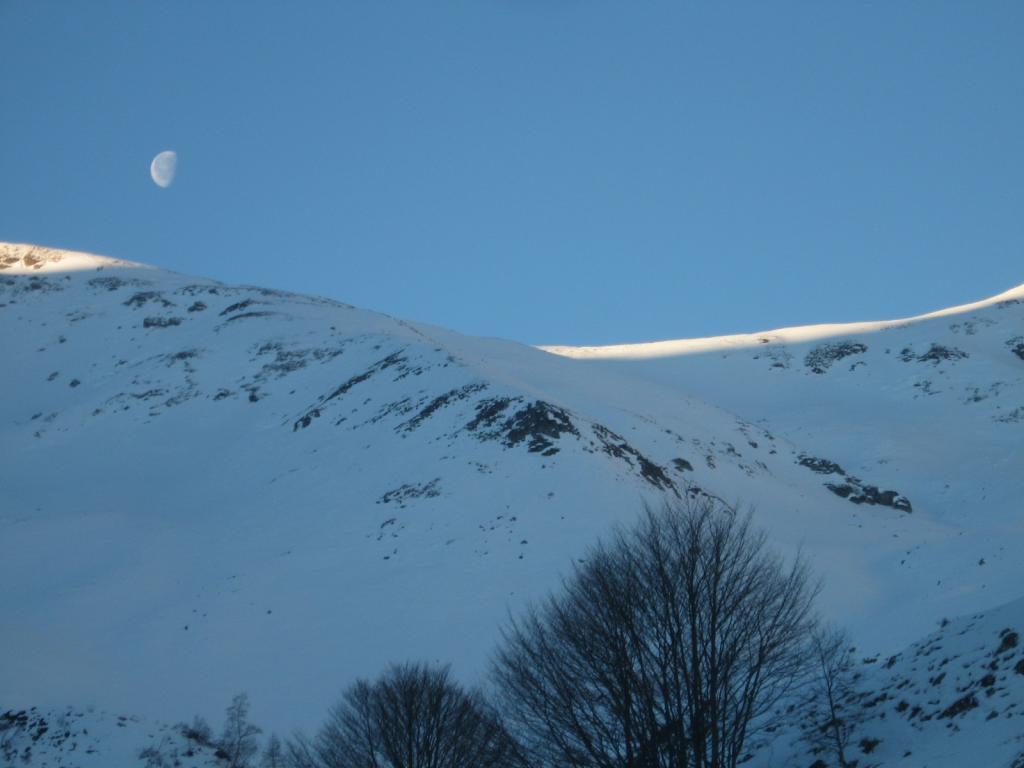 la luna sopra il colle della Roussa