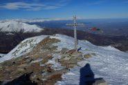 la croce di vetta posta sul versante Valle Pò (5-1-2013)