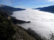 Bel mare di nubi verso la pianura