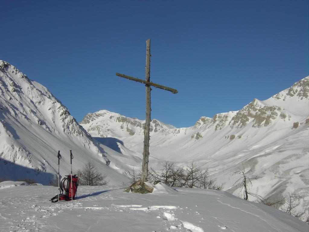 Altura con croce sopra Ferrere.