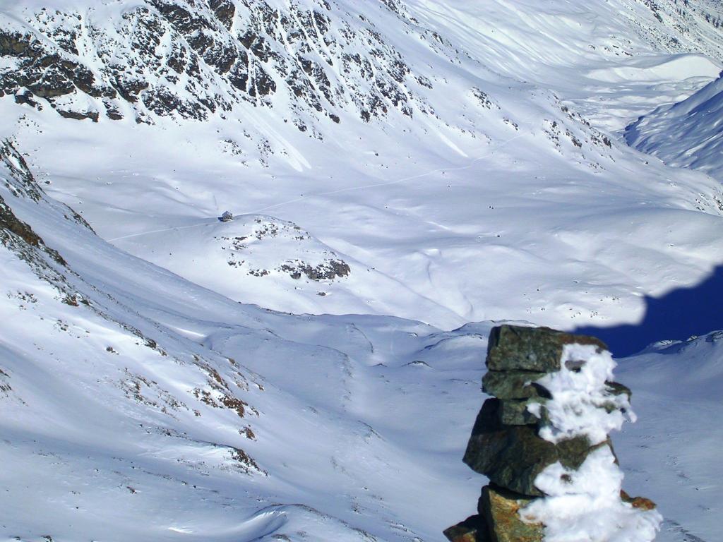 La Capanna Jenatsch vista dalla cima.