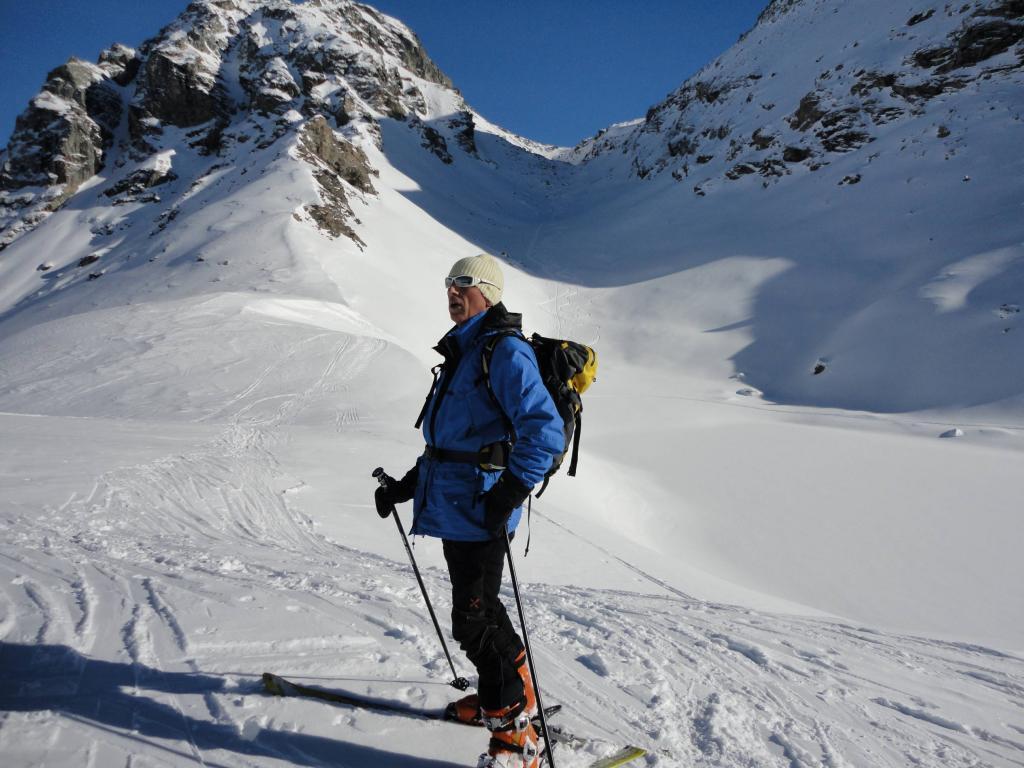 La valletta finale dal colle Perrin, 2650 m. circa, e il colle tra la Gran Cima a sn. e il Perrin a ds.