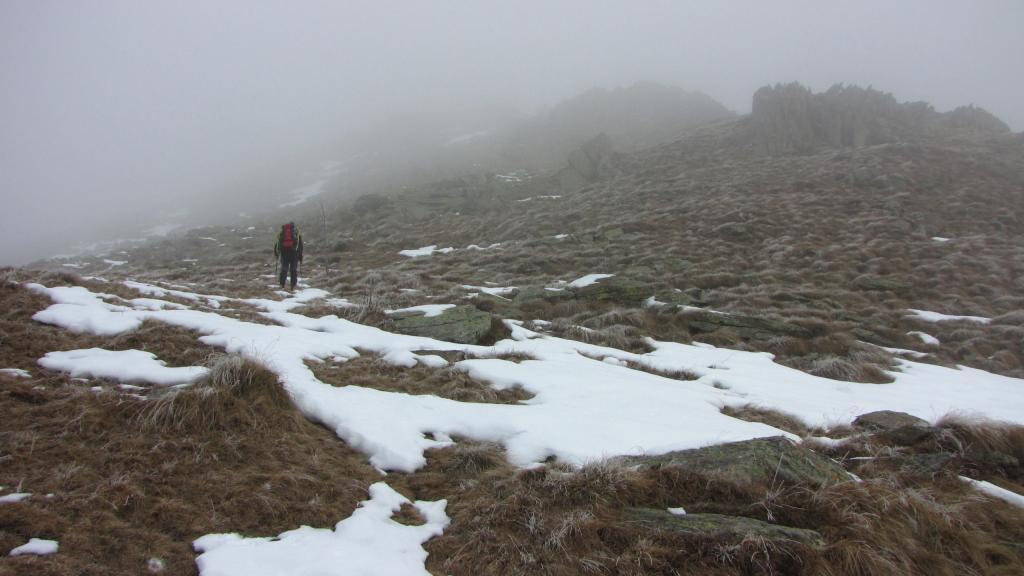 salendo la prima parte della dorsale nella nebbia (26-1-2013)