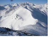 Il tratto finale dalla vetta con in basso il Col du Raisin..