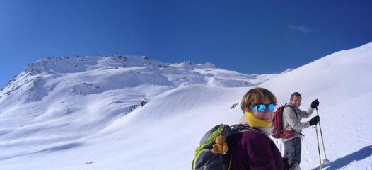 in arrivo al ricovero,la vetta dell'Arp Vieille in vista,neve intonsa...