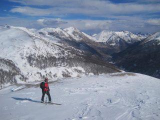 Salendo al Moncrons: neve solo in alto su Ciantiplagna e F. Pelouse