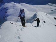 lasciati gli sci, si sale a piedi