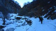 salendo nella parte bassa del Vallone di S. Giacomo (9-2-2013)