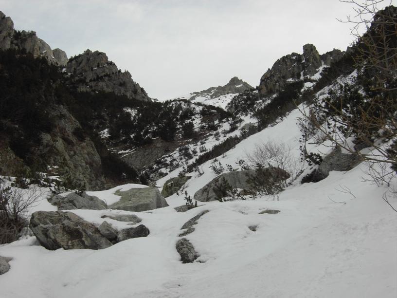 Verso il salto roccioso.