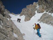 lasciati gli sci si prosegue coi ramponi