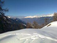 Al bivio per l'Alpe Meriggio con i giganti della Valmasino