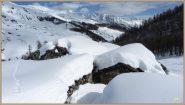 ...l'abbondante apporto di neve alle baite Arp du Bois desot...