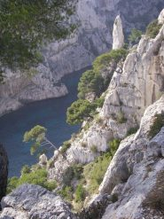 le Doit de Dieu e la profonda calanque fra alte pareti di roccia