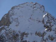 la parte alta e i disegni degli sci, visti risalendo dal colletto Valasco