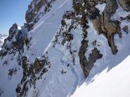 il ripido traverso sopra la barriera rocciosa