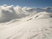 Ancora la cresta verso Ovest dalla vetta, le nuvole sopraggiungono