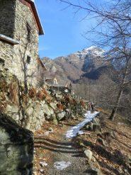 Il sentiero che porta verso le Piane