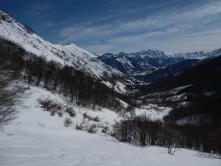 scendendo nella boschina su antipatica neve ondulata....