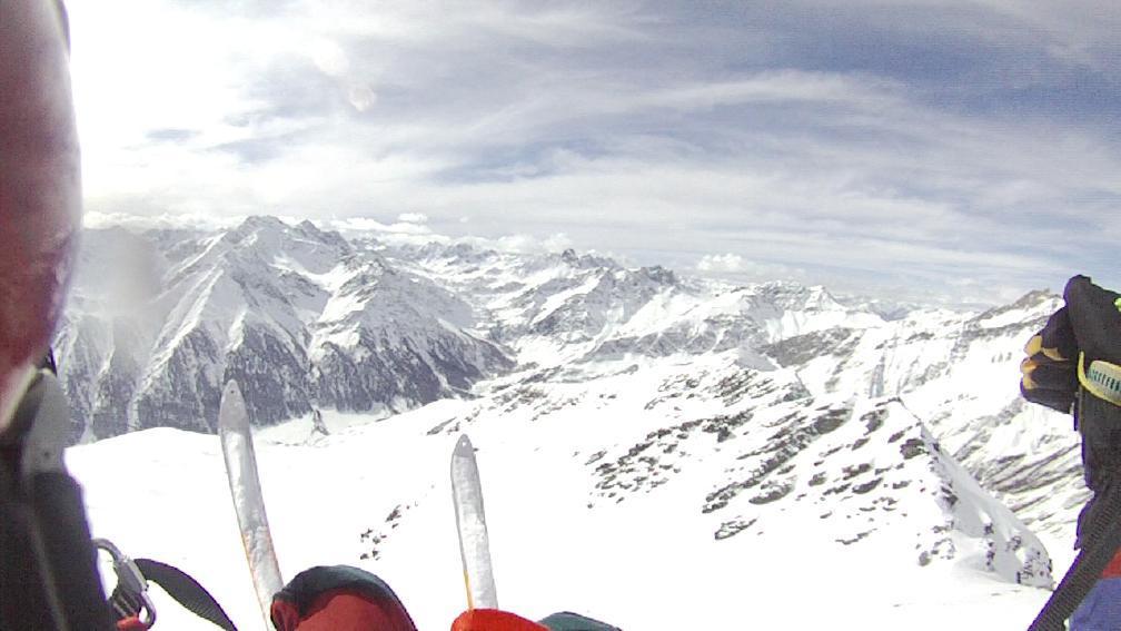 decollo, davanti agli sci il gruppo Pienasea Salza Mongioia