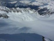 Vista del ghiacciaio colmo di powder dalla vetta