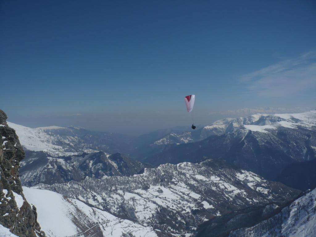 in basso, Prazzo e la valle Maira
