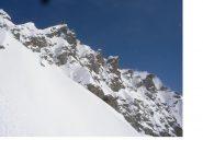 La frastagliata cresta della Casses Blanches..vista dal canale ovest di discesa..