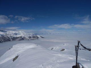 dalla cima, il classico mare di nuvole....